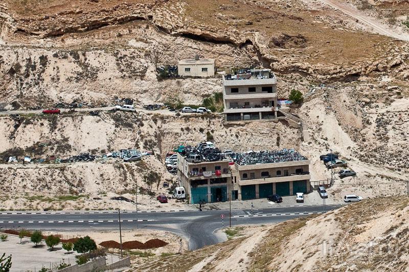 На палестинских территориях разбирают ворованные машины / Фото из Палестины
