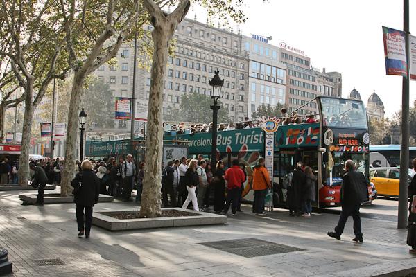 очередь на туристический автобус / Испания