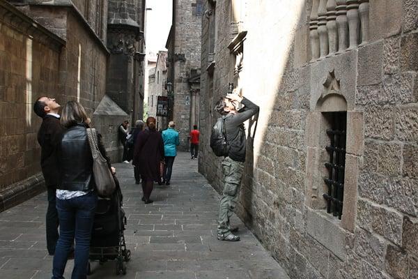 туристы фотографируют все подряд / Испания