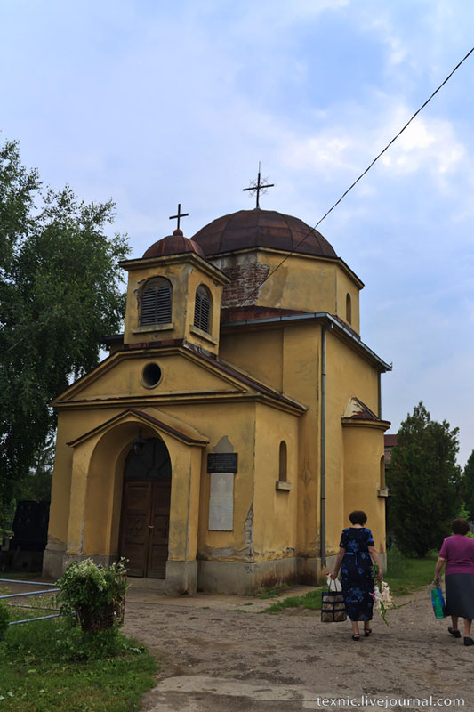 Церковь на кладбище в Заечаре, Сербия / Фото из Сербии