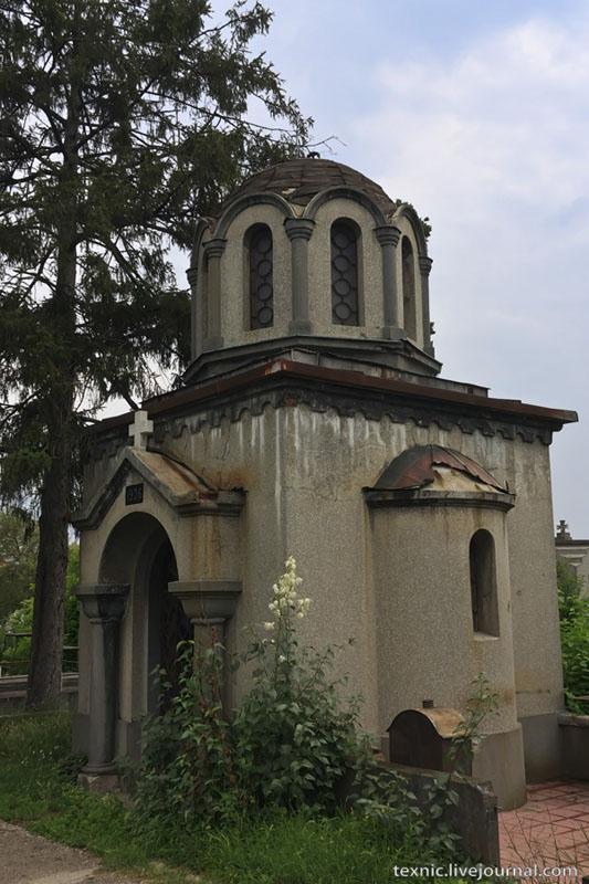 Склеп на кладбище в Заечаре, Сербия / Фото из Сербии