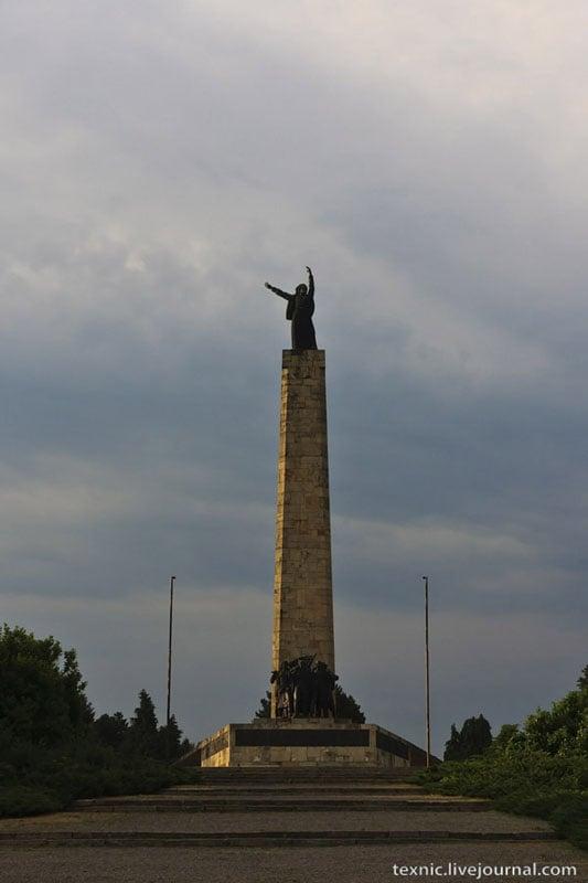 Памятник в Сербии / Фото из Сербии