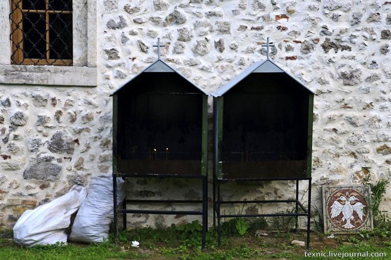 Свечи у церкви в Сербии / Фото из Сербии