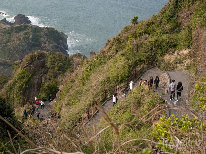 Тропа на вершину вулкана Сонсан  / Фото из Южной Кореи