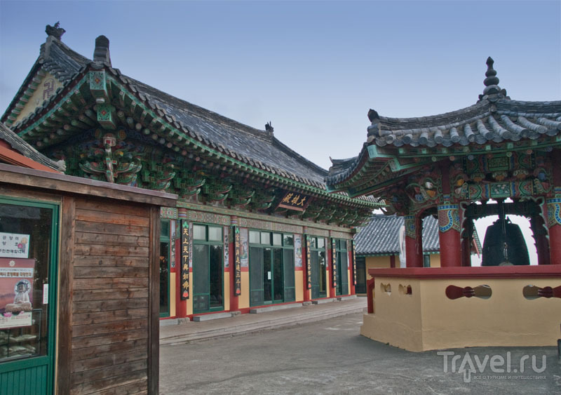 Буддийский храм около парка Сонсан / Фото из Южной Кореи