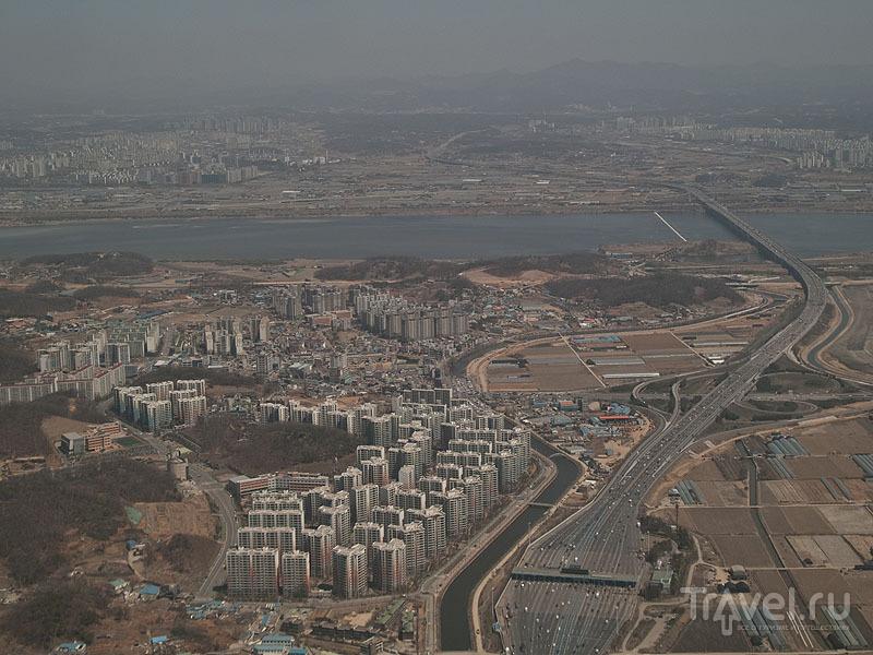 """Вид на """"серый"""" Сеул из иллюминатора самолета / Фото из Южной Кореи"""