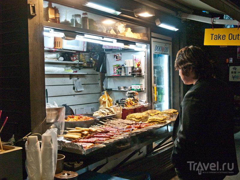 Уличную еду в Сеуле продают с наступлением темноты / Фото из Южной Кореи