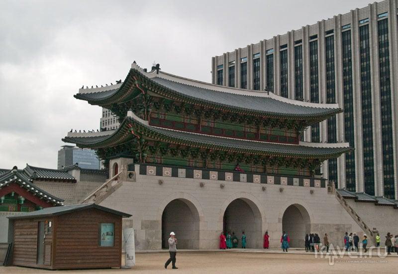 Ворота Gwanghwamun дворца Кёнбоккун / Фото из Южной Кореи