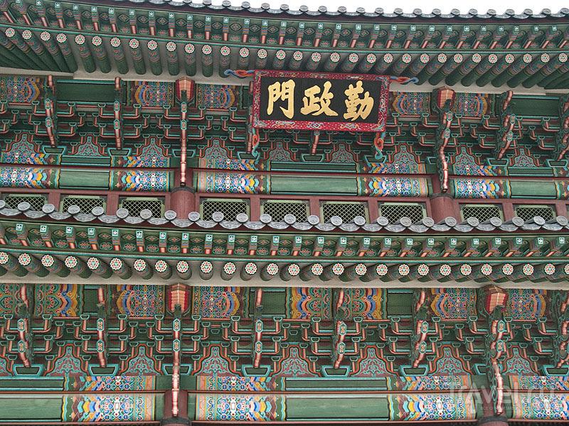 Декор тронного зала Geunjeongjeon в Кёнбоккуне / Фото из Южной Кореи