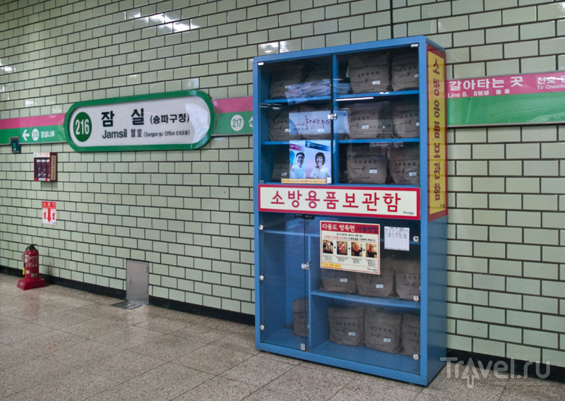 Пакеты с противогазами в метро на случай военной атаки / Фото из Южной Кореи