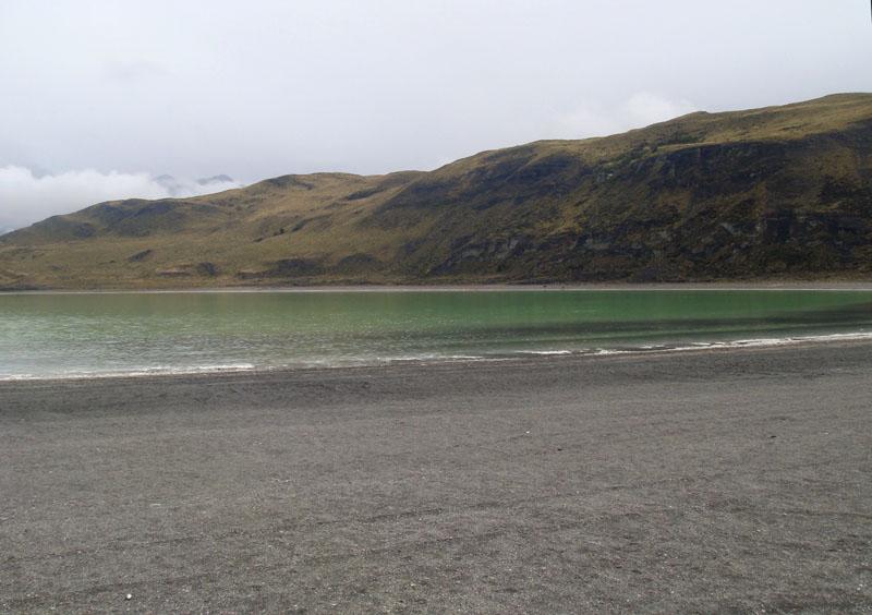 Горькое озеро в национальном парке Торрес-дель-Паине, Чили / Фото из Чили