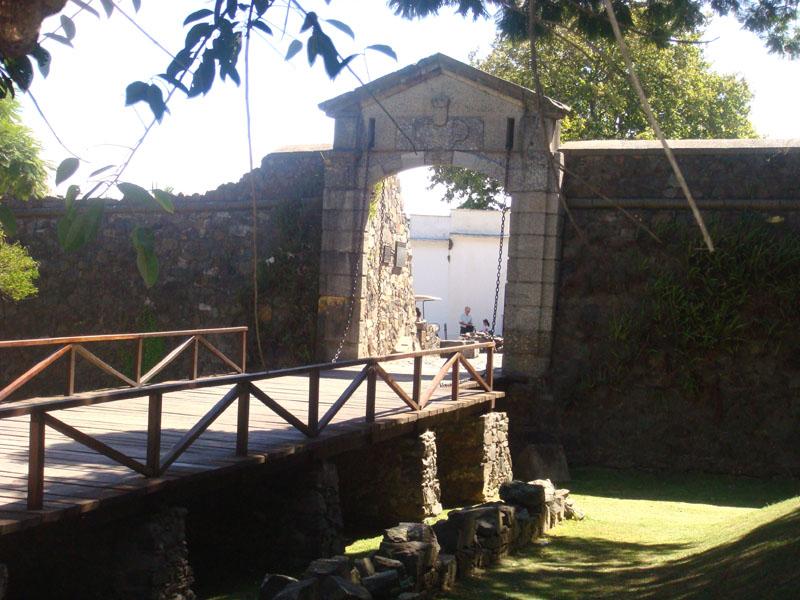 Крепостные ворота Колония-дель-Сакраменто / Фото из Чили