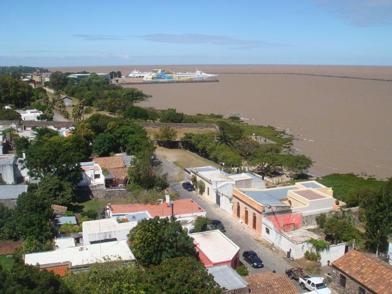 Вид с маяка на Колония-дель-Сакраменто, Уругвай / Фото из Чили
