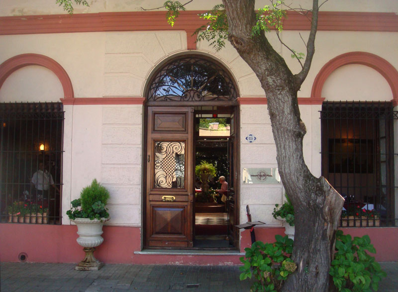 Ресторан Mezon de la Plaza в Колония-дель-Сакраменто, Уругвай / Фото из Чили