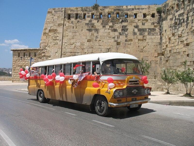 """Мальтийские футбольные фанаты празднуют победу """"Валетты"""" / Фото с Мальты"""