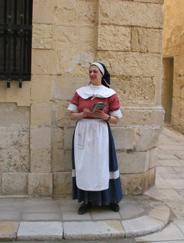 Женщина в мальтийском национальном костюме / Фото с Мальты