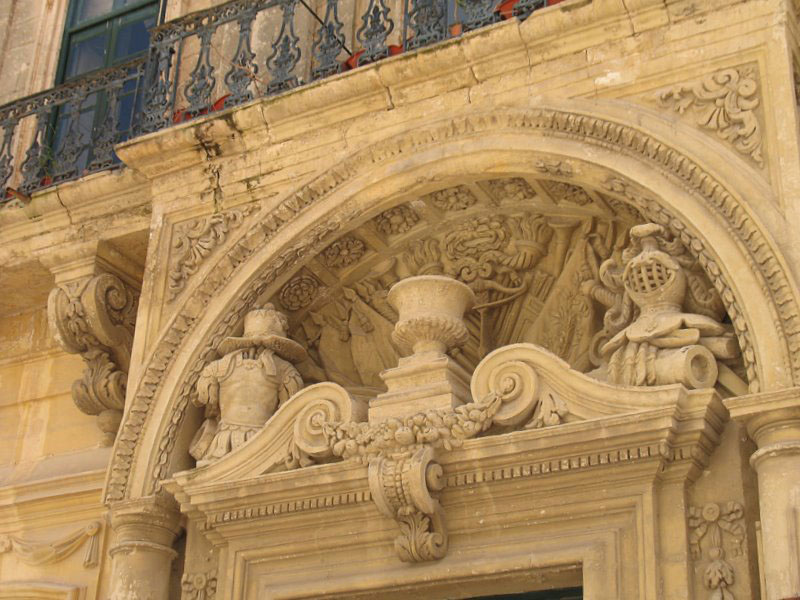 Портик дворца Каса Тестаферрата в Мдине / Фото с Мальты