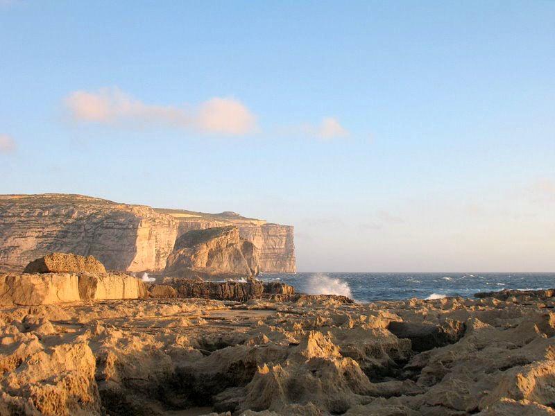 Скалы в бухте Дуэйра / Фото с Мальты