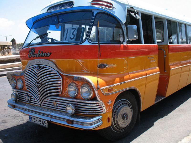 У некоторых моделей рейсовых автобусов на Мальте вообще нет закрывающихся дверей / Фото с Мальты
