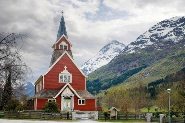 Церковь в горах Норвегии / Фото из Норвегии