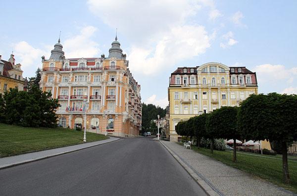 Улица на курорте Марианске-Лазне / Фото из Чехии
