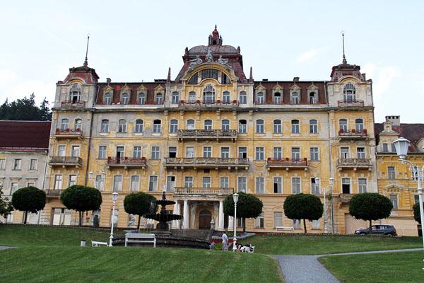Обветшалый отель в Марианске-Лазне / Фото из Чехии