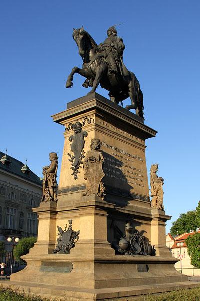Конная статуя короля Йиржи в городе Подебради / Фото из Чехии