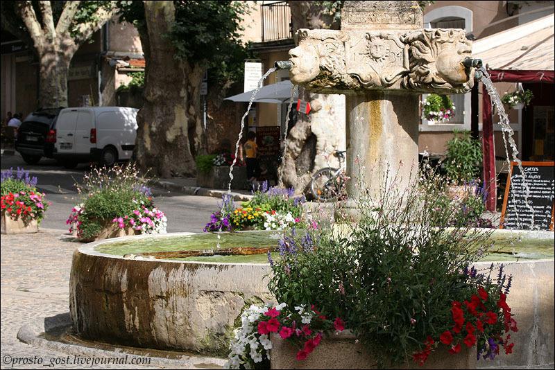 В городке Валансоль в Провансе / Фото из Франции