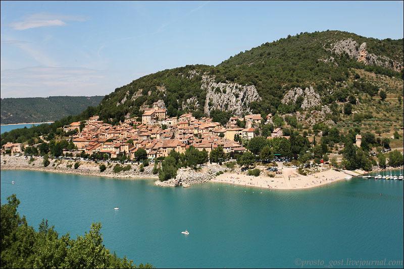 Озеро в Провансе / Фото из Франции