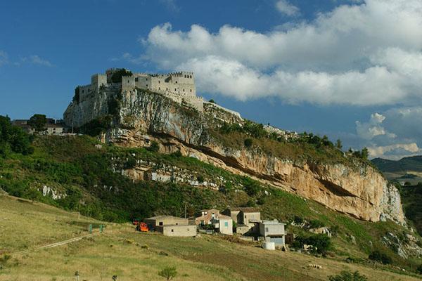 Вид на замок Каккамо / Фото из Италии