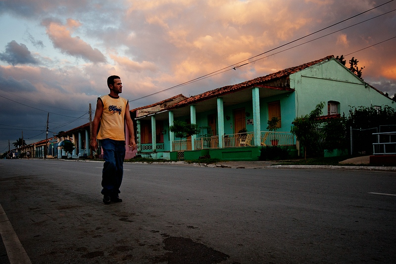 Кубинец на улице городка Виньялес / Фото с Кубы