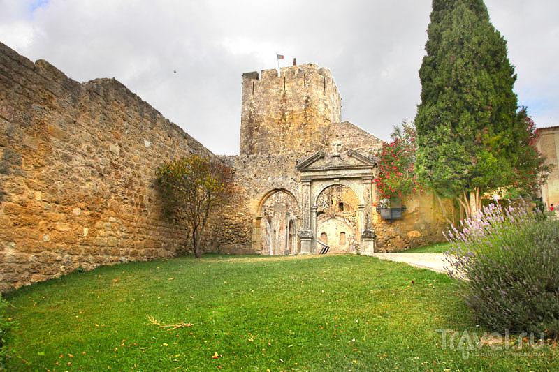 Полуразрушенный замок в Палмеле / Фото из Португалии
