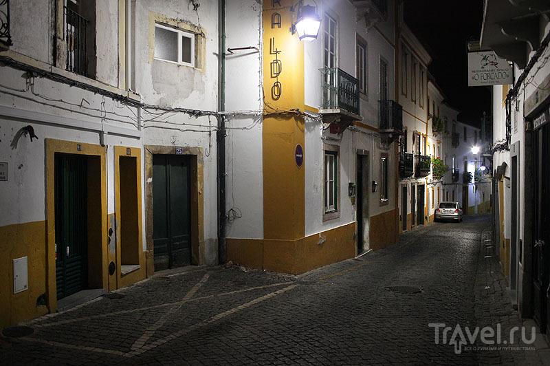 Эвора ночью / Фото из Португалии
