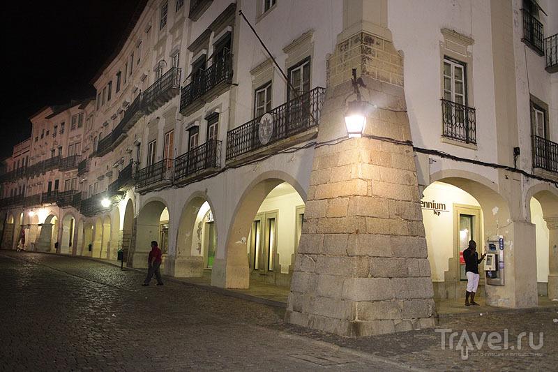 Галерея на центральной площади, Эвора / Фото из Португалии