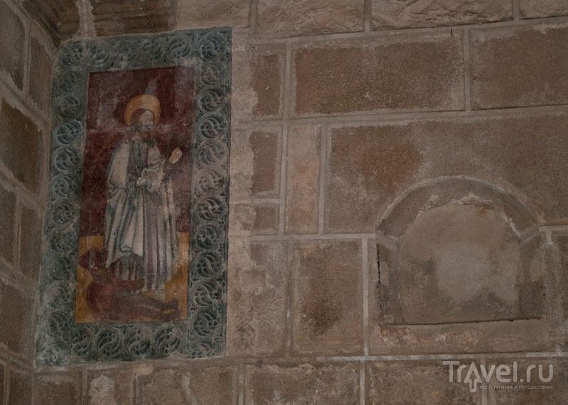 Фреска: Святой Варфоломей на дьяволе / Фото из Португалии