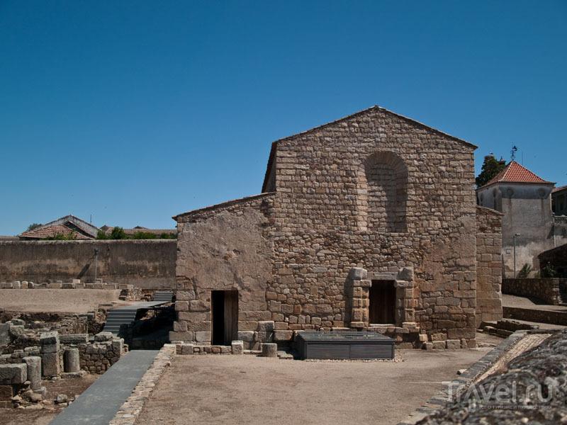 Древняя церковь в Иданья-а-Велья / Фото из Португалии