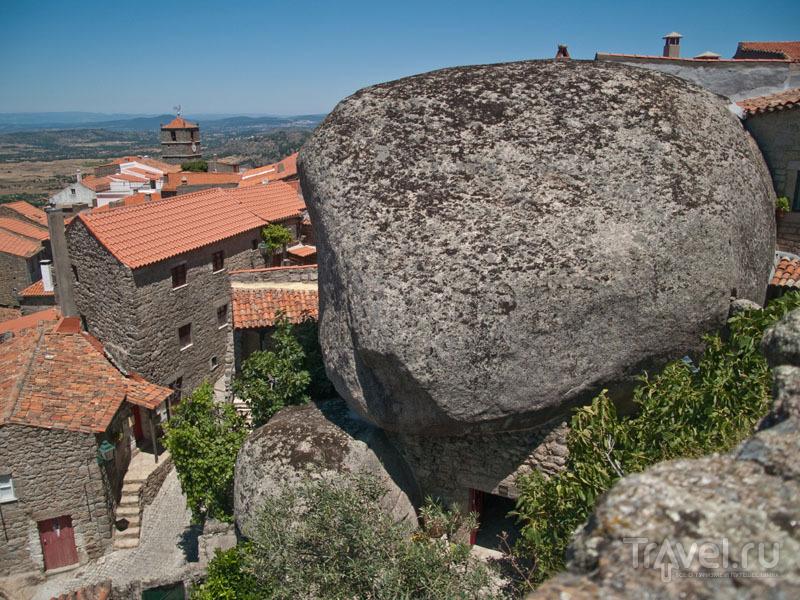 Огромные валуны в Монсанту / Фото из Португалии