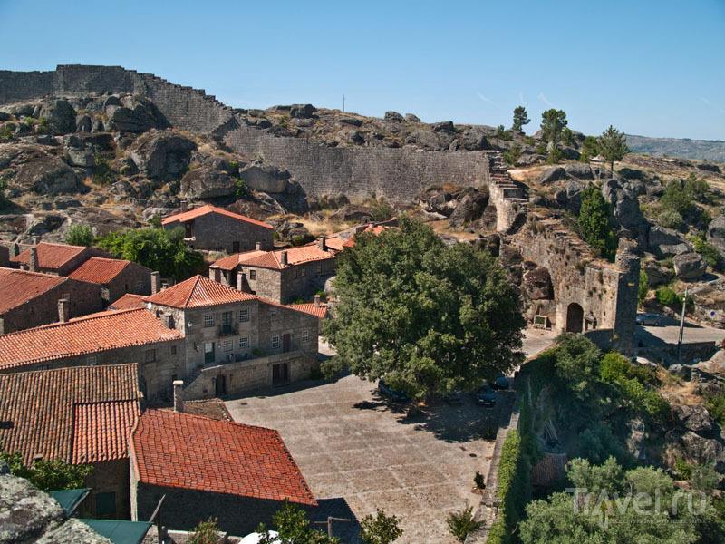Сортелья внутри крепостных стен / Фото из Португалии