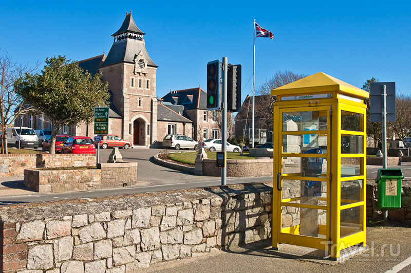 Телефонная будка на острове Джерси / Фото из Великобритании
