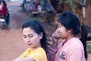 едут / Лаос