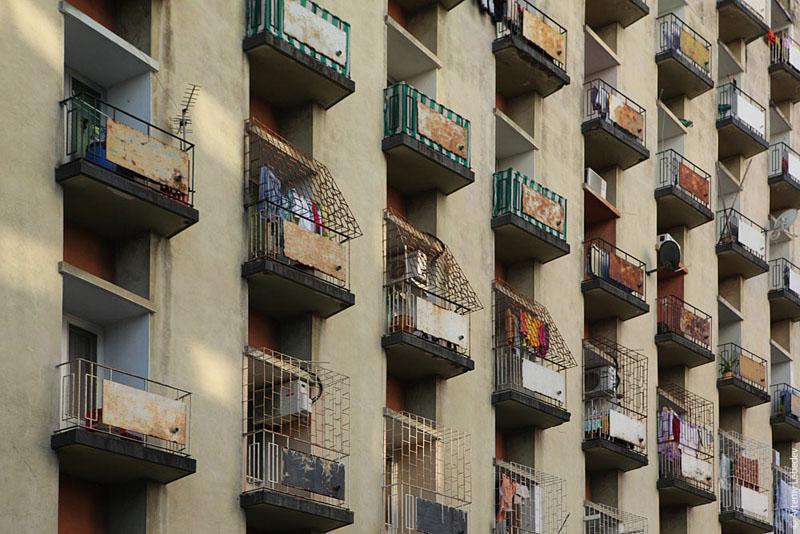 Решетки на окнах домов в Мозамбике / Фото из Мозамбика