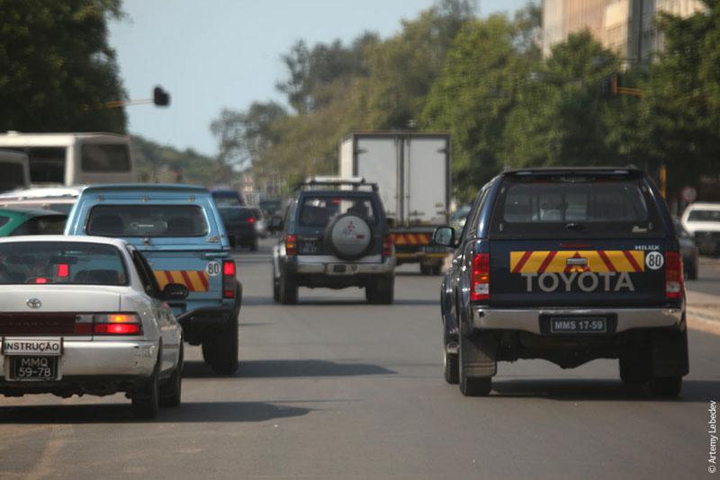 Машины Мозамбика / Фото из Мозамбика
