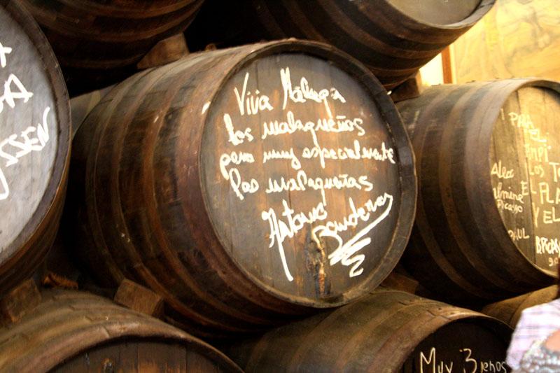 Бочка с автографом Антонио Бандераса в ресторане El Pimpi / Фото из Испании