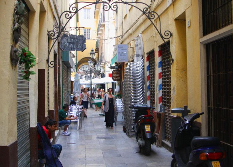 Pasaje de Chinitos с бодегами в Малаге, Испания / Фото из Испании