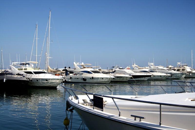Яхты на причале Марбельи, Испания / Фото из Испании