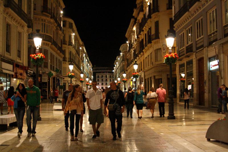 Улица Marques de Larios ночью / Фото из Испании