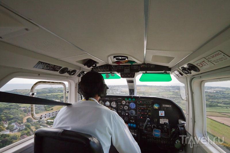 В кабине самолета, летящего на остров Олдерни / Фото из Великобритании