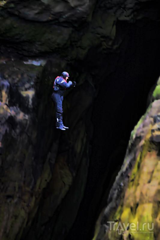 Рискованный прыжок с большой высоты / Фото с Фарерских островов