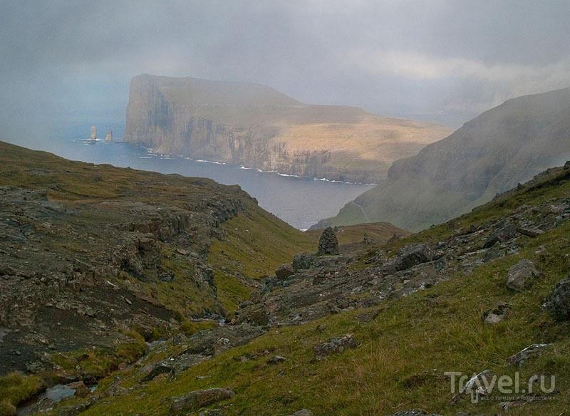 Незабываемый вид на долину и Risin og Kellingin / Фото с Фарерских островов