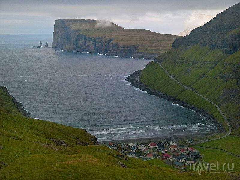 Деревня Тьёрнувиг и Risin og Kellingin  / Фото с Фарерских островов